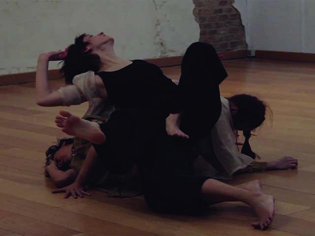 Painkiller, por Katja Mustonen, Diana Bonilla y Mey-Ling Bisogno. (Dentro del programa de residencias 2019 en DT Espacio Escénico).